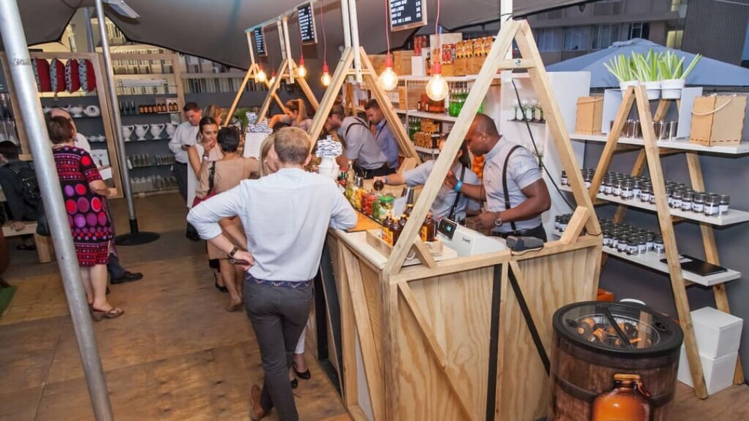 4 REASONS WHY A MOBILE BAR SERVICE IS THE PERFECT SOLUTION FOR YOUR YEAR END FUNCTION