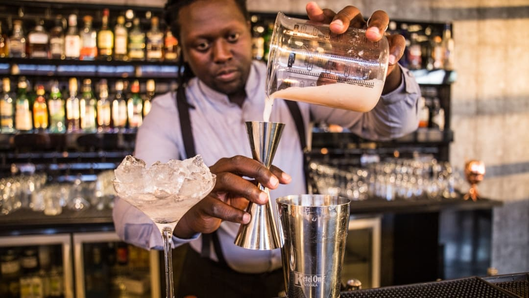WANT TO BECOME A FULLY TRAINED PROFESSIONAL BARMAN